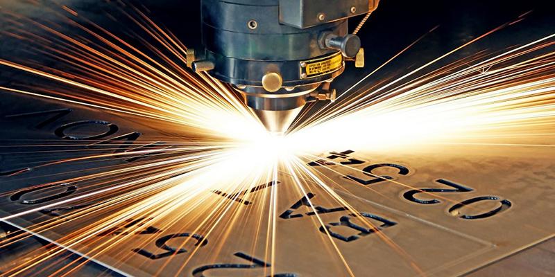 Лазерная гравировка на металле. Нанесение изображений на ручки, зажигалки, брелки и более крупные аксессуары